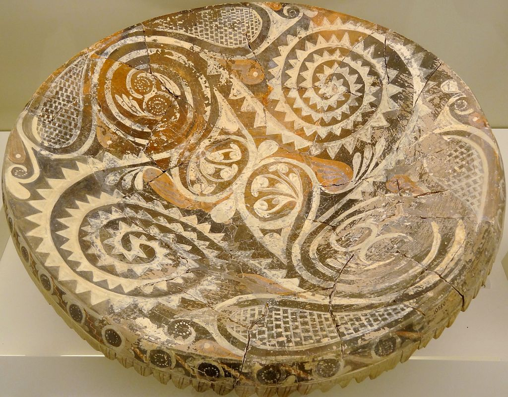 Kamares dish from Phaistos.