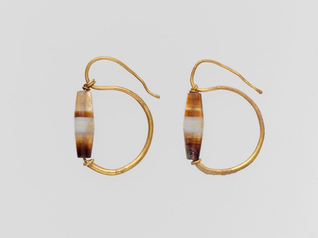Gold earrings with agate beads, 1st c. BC - 2nd c. AD.