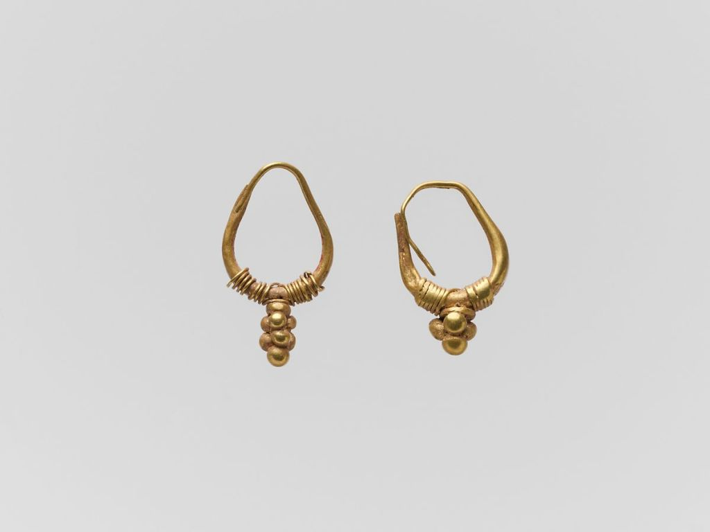 Gold earrings with cluster of spheres, 2nd-3rd c. AD.