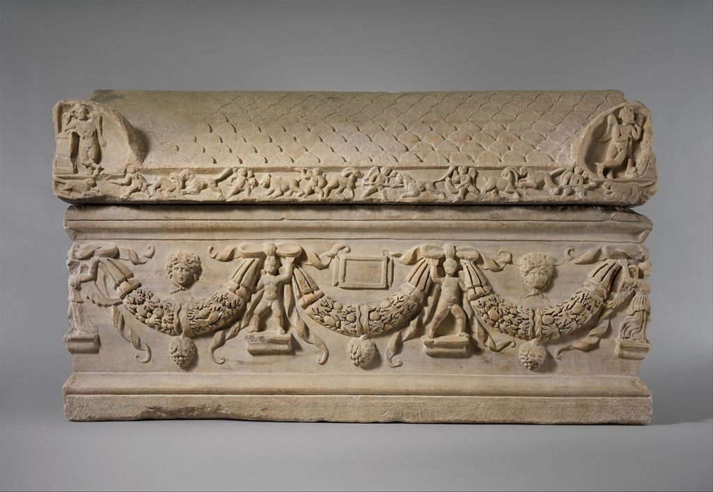 Garlanded sarcophagus, c. 220-225 AD. Metropolitan Museum of Arts.