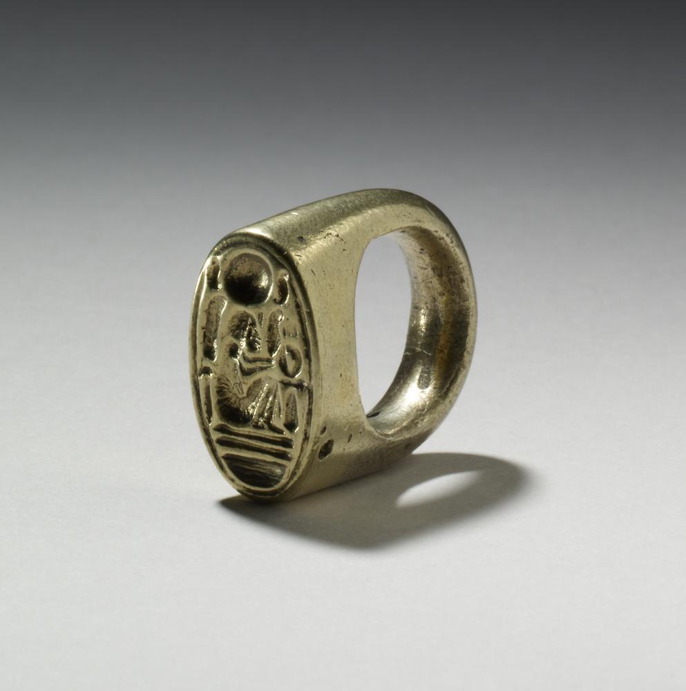 Gold Signet ring of Akhenaten, 18th Dynasty. British Museum.